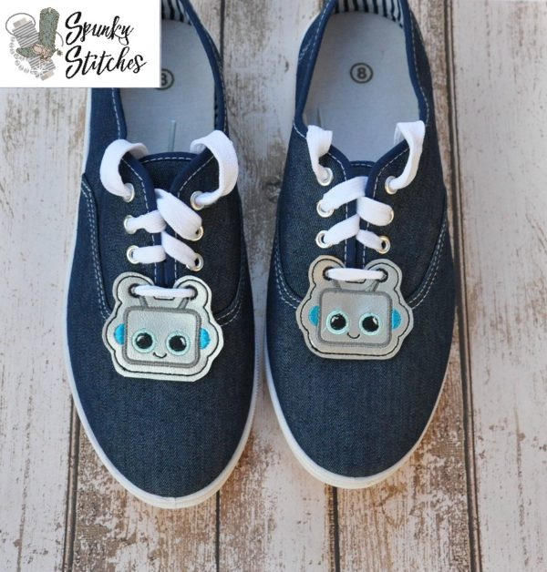 robot shoe tags in the hoop embroidery file by spunky stitches