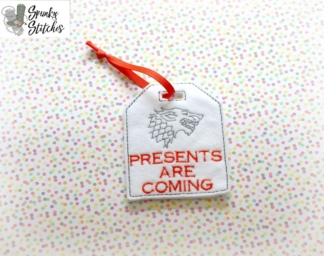 presents are coming gift tag in the hoop embroidery file by spunky stitches