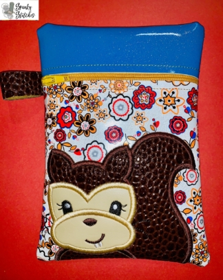 Squirrel bag in the hoop embroidery file by Spunky stitches